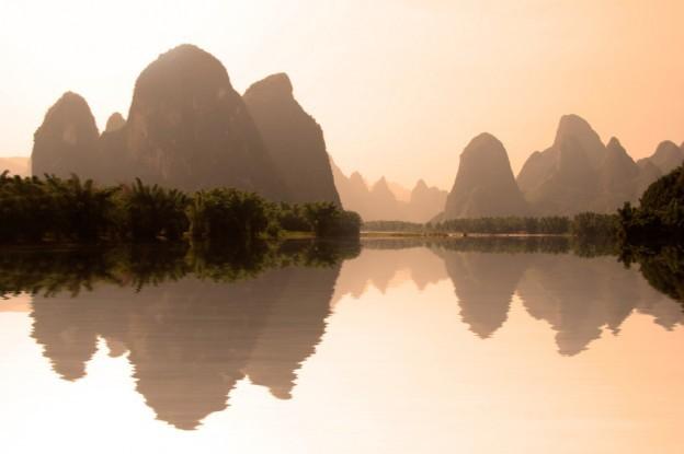The river Li (lijang) at sunset between Guilin and Yangshuo, Guangxi, China